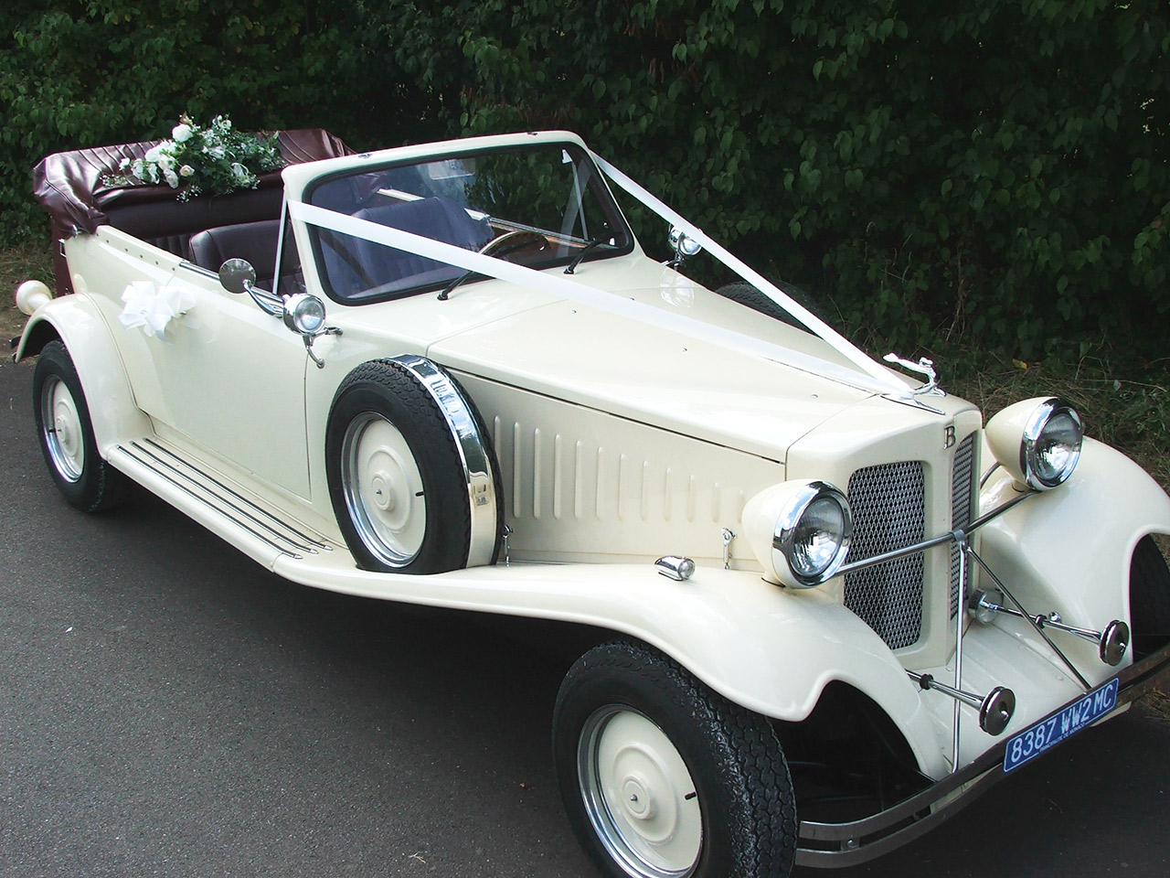 Graceful Classic Wedding Car Hire Oxfordshire Warwickshire